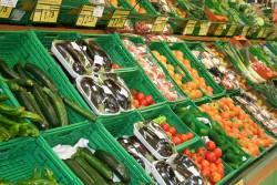 Warzywa i owoce w supermarkecie